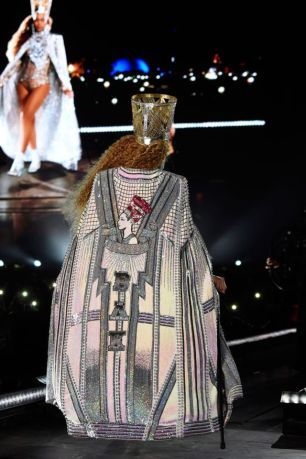 beyonce-knowles-performs-onstage-during-the-2018-coachella-news-photo-949830044-1555462211